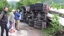 Köprü Kirişi Yüklü Tır Fındık Bahçesine Devrildi Açıklaması 1 Yaralı