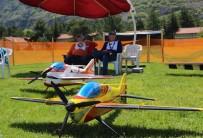 MÜZİK GRUBU - Model Uçaklar İnönü Semalarını Süsledi