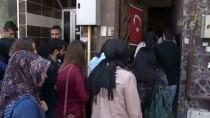 Üniversiteli Öğrencilerden Şehit Ailelerine Ziyaret