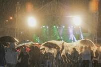 Yağmur Altında Türkü Gecesi