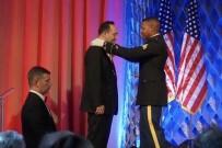 ALI ÇıNAR - ABD'de 3 Tür'e Ellis Adası Şeref Madalyası Verildi