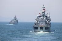 SAVAŞ GEMİSİ - Denizkurdu Tatbikatına Katılan Gemiler Çanakkale Boğazı'ndan Geçiş Yaptı