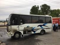 İŞÇİ SERVİSİ - İşçileri Taşıyan Minibüs Seyir Halindeyken Yandı