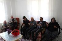 ŞEHİT ANNESİ - Dumlupınar Protokolü Şehit Ailesini Ziyaret Etti