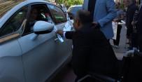 Engelli Bireyler, Trafikte Karanfil Dağıttı