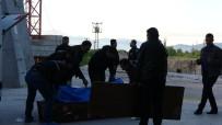 SÜLEYMAN DEMIREL ÜNIVERSITESI - İhbara Giden Polis, Metrelerce Yüksekten Aşağı Düşen Gencin Altında Kalmaktan Son Anda Kurtuldu