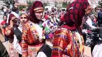 İŞİTME CİHAZI - Protokol Üyeleri Yerlerini Engelliler Ve Ailelerine Verdi