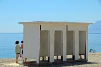 HÜSEYİN ÇELİK - Tatilcilerin Kapısız Soyunma Kabinleri Tepkisi