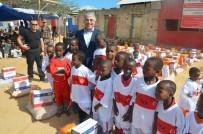 İÇ SAVAŞ - TİKA'dan Mogadişu'daki Somalili Mültecilere Gıda Dağıtımı