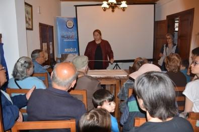 100 Yaş Evi Üyeleri Maket Uçak Yapımını Öğreniyor