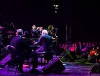 FORBES - ABD'li müzik grubu Pink Martini Bursa'da konser verdi