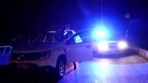 CEZAYIR - Düzensiz Göçmenleri Taşıyan Minibüs Direğe Çarptı Açıklaması 12 Yaralı