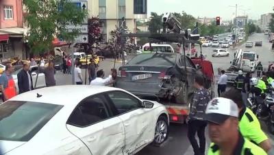 Freni Boşalan Midibüs Araçlara Çarptı Açıklaması 6 Yaralı