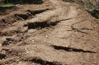 Heyelan Nedeniyle Yarıklar Oluştu, Yol Ve Bahçeler Zarar Gördü