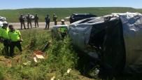 Lastiği Patlayan Araç Tarlaya Uçtu Açıklaması 2'Si Ağır 4 Yaralı