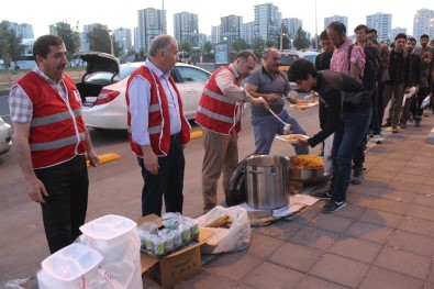 Mültecilere Kızılay Diyarbakır Şubesi Sahip Çıkıyor