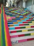 GÖKKUŞAĞI - Adakale'nin Merdivenleri Gökkuşağı Renklerine Büründü