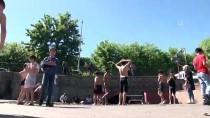 Diyarbakır'da Süs Havuzunda Çocukların Havuz Keyfi