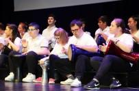 Engelli Öğrencilerin Gösterileri Ayakta Alkışlandı