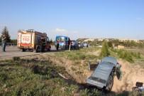 GÜVENLİK ÖNLEMİ - Kontrolden Çıkan Araç Sulama Kanalına Uçtu Açıklaması 2 Ölü, 3 Yaralı