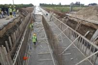 MESKİ, Erdemli'de Yağmur Suyu Hattı Döşeme Çalışmalarına Devam Ediyor