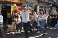 100. Yıl İçin 100 Kursiyer Sokakta Harmandalı Oynadı