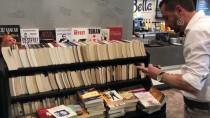 Kahve İkramıyla Topladığı Kitaplardan Kütüphane Oluşturuyor