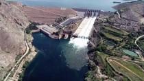 Keban Baraj Gölü'nün Tahliye Kapakları 15 Yıldır İlk Kez Açıldı