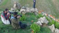 Ters Laleleri Fotoğraflamak İçin 2 Bin Rakımlı Dağa Tırmanıyorlar