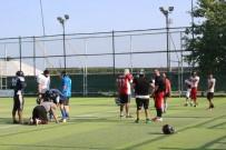 Futbol Sahasında Amerikan Futbolu Oynuyorlar
