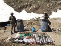 BENZIN - Jandarma, PKK'ya Ait Çok Sayıda Mühimmat Ele Geçirdi