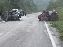 Otomobiller Kafa Kafaya Çarpıştı Açıklaması 1 Ölü, 4 Yaralı