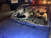 EZİLME TEHLİKESİ - (Özel) Gece Yürüyüşüne Çıkan Gence Otomobil Çarptı