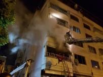 5 Katlı Apartmanda Yangın Açıklaması 3'Ü Çocuk 14 Yaralı