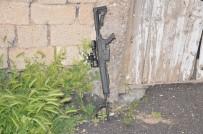 KÜMBET - Av Tüfeğiyle Etrafa Ateş Açtı Açıklaması Teyzesini Öldürdü, 2 Kişiyi Yaraladı