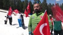 Bayramı 2 Bin 700 Rakımda Kayak Yaparak Kutladılar