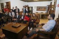 Belediye Başkanı Arı, Sahurda Gençlerle Bir Araya Geldi