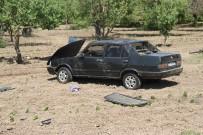 Elma Bahçesinde Ağaca Çarpan Otomobil Devrildi Açıklaması 3 Yaralı