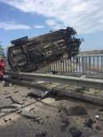 Kaza Yapan Otomobil Bariyer Ve Korumalık Arasında Asılı Kaldı