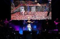 Mersin'deki Gençlik Festivali'nde Tuğba Yurt Sahne Aldı