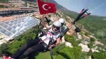 SITKI KOÇMAN ÜNİVERSİTESİ - Türk Bayrakları Eşliğinde Uçan Paraşütlü Gençler 19 Mayıs'ı Kutladı