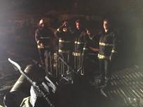 İFTAR VAKTİ - Van'da Çatı Yangını