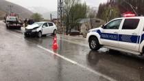 Bayburt'ta Otomobil İle Minibüs Çarpıştı Açıklaması 12 Yaralı