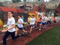 SPOR MERKEZİ - Fatih'te Öğrenciler Kıyasıya Yarıştı