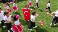 Suriyeli Yetim Çocuklardan Türk Bayrakları İle Gösteri