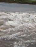 Yağmur Suları Sel Oldu, Yolu Kapladı