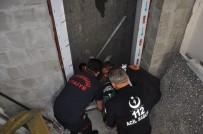 KÜMBET - Asansör Boşluğuna Düşen İşçi Yaralandı