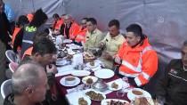 BEKIR PAKDEMIRLI - Bakan Pakdemirli, Ormancılarla Bin 860 Rakımda İftar Yaptı
