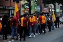 FENERBAHÇE - Belçika'da Galatasaray Taraftarları Sokağa Döküldü
