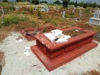 Böyle Vicdansızlık Görülmedi Açıklaması Mezarı Balyozla Yıktılar